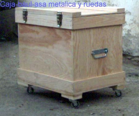 Caja de madera tipo baul con ruedas cierres y bisagra de piano - Caja madera con ruedas ...